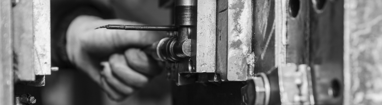 hand putting mold into machine